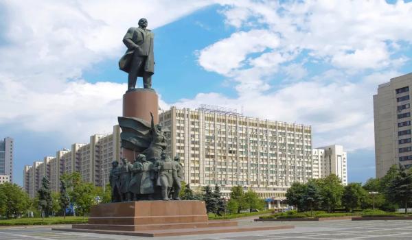Ленин — вождь Октября