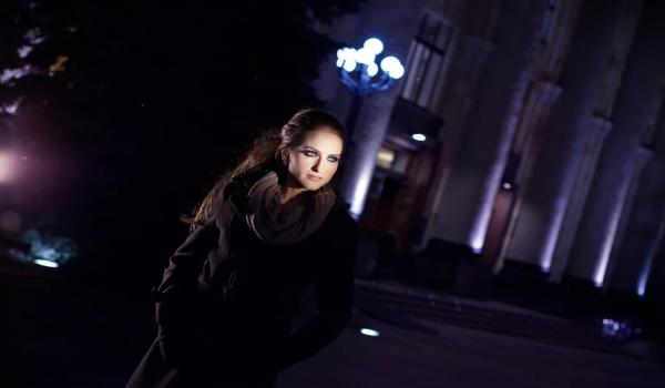 Ночное фото девушки