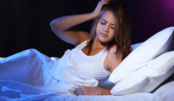Мучает бессонница: что делать, лечение